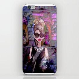 lámina Desayunando Audrey iPhone Skin