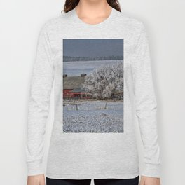 Red Barn in Winter Long Sleeve T-shirt