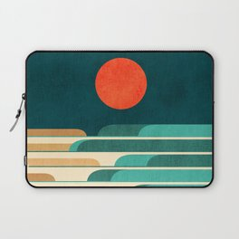 Chasing wave under the red moon Laptop Sleeve