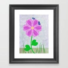 Une fleur avec deux papillons Framed Art Print