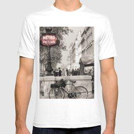 Paris Art Nouveau Pietons Metro - Metropolitan Subway Station Sign black and white photograph T-shirt