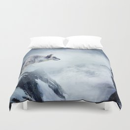 The wolf and the moon Duvet Cover