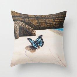 Le papillon de l'amour bleu azur Throw Pillow