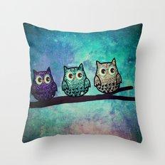 owl-104 Throw Pillow