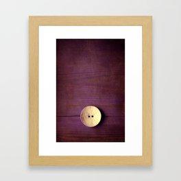 gran botón Framed Art Print