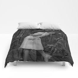 Zombies Kiss BW Comforters