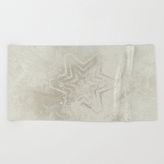 Delicate ivory star mandala Beach Towel