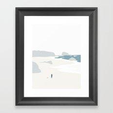 GÅ PÅ STRANDEN Framed Art Print