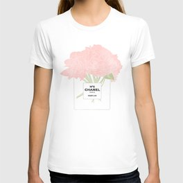 minimal no. 5 perfume with pink flowers T-shirt