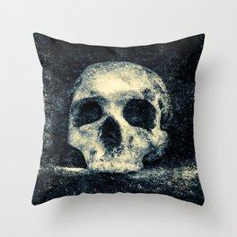 Old Skull - Memento Halloween Throw Pillow