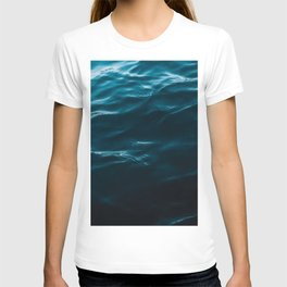 Minimalist blue water surface texture - oceanscape T-shirt