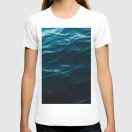 Minimalist blue water surface texture - oceanscape T-shirt
