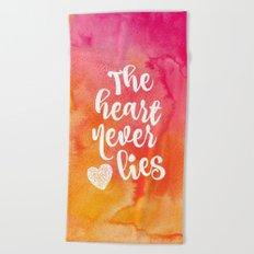The heart never lies Beach Towel