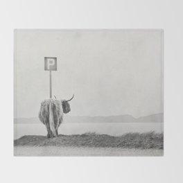 highland visitor Throw Blanket