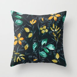 floral ni Throw Pillow