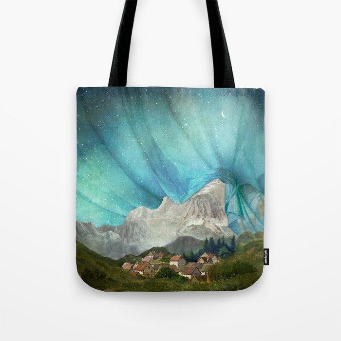 An Den Bergen Hing Nacht Tote Bag