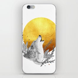 Grey wolf howling to gold moon iPhone Skin