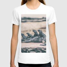 Galapagos Marine iguanas family sunbathing T-shirt