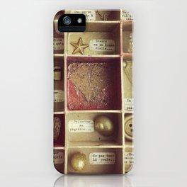 Cabinet de curiosités iPhone Case