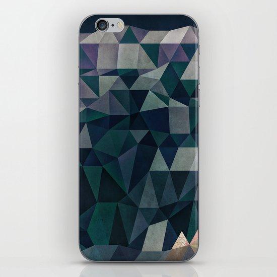 LYNDSCYPE iPhone & iPod Skin