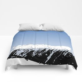 Mountains essentials - Snow and bright sky Comforters