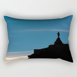 En las nubes Rectangular Pillow