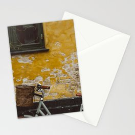 GRAY BICYCLE LEANING ON BROWN WALL Stationery Cards
