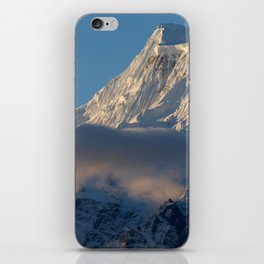 Cloud and Mountains way to Thorung Phedi iPhone Skin