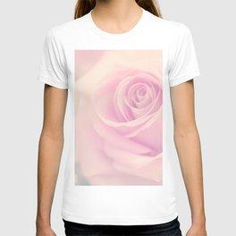 Vintage rose - Beautiful lightpink flower -Roses T-shirt