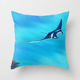 manta ray - raie manta  - et roches Throw Pillow