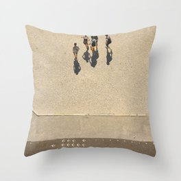Le sens des flèches Throw Pillow