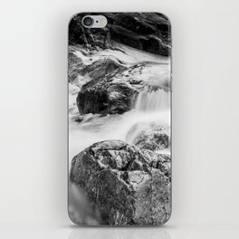 ruscello tra i sassi iPhone Skin