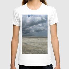 Dramatic Sky Over Golden Isles Beach T-shirt