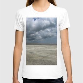 Dramatic Sky Over Golden Isles Beach T-shirt