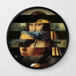Mona und der Ohrring Wall Clock