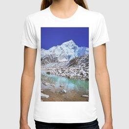 Mount Nuptse view and Mountain landscape view in Sagarmatha National Park, Nepal Himalaya. T-shirt