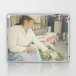 Mujer Peruana en el Mercado Laptop & iPad Skin