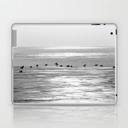 Espera para la primavera Laptop & iPad Skin