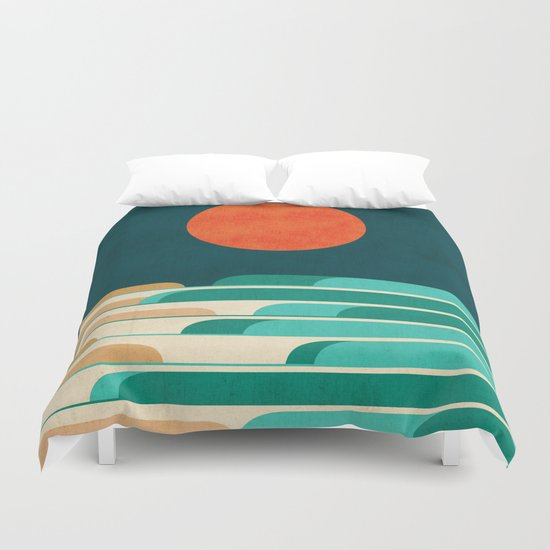 Chasing wave under the red moon Duvet Cover