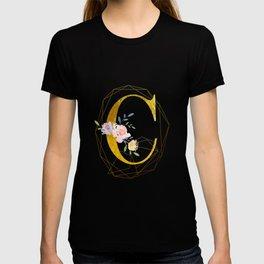 Faux Gold Foil Alphabet Letter C Initials Monogram Frame with a Gold Geometric Wreath T-shirt