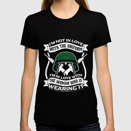 Soldier Army Military Soldier Woman Guns Pistols Rifle Design T-shirt