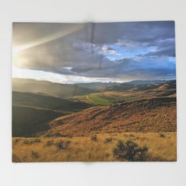Into The Valley Throw Blanket