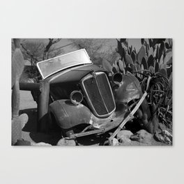 Old, rusted car Canvas Print