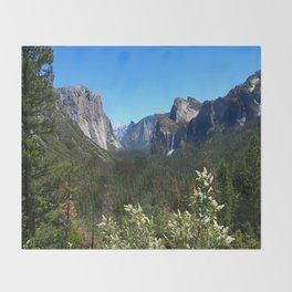 Bridal Veil Falls From Tunnel View Point - Yosemite Valley Throw Blanket