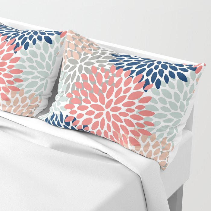 Floral Bloom Print, Living Coral, Pale Aqua Blue, Gray, Navy Kissenbezug