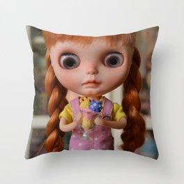Robin - Oh! Ice cream Throw Pillow