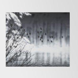Herbstsee Throw Blanket