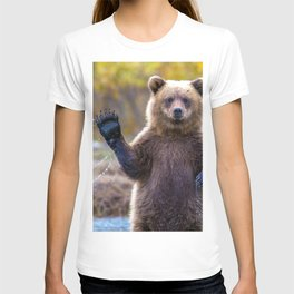 Funny Gorgeous Brown Bear Fishing Looks Like He Is Waving At Us Ultra HD T-shirt