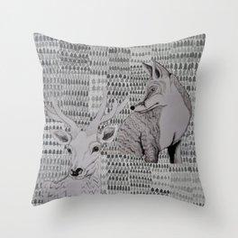 I skogen Throw Pillow