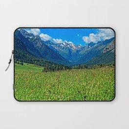 Bergwiese mit Talschluss Laptop Sleeve